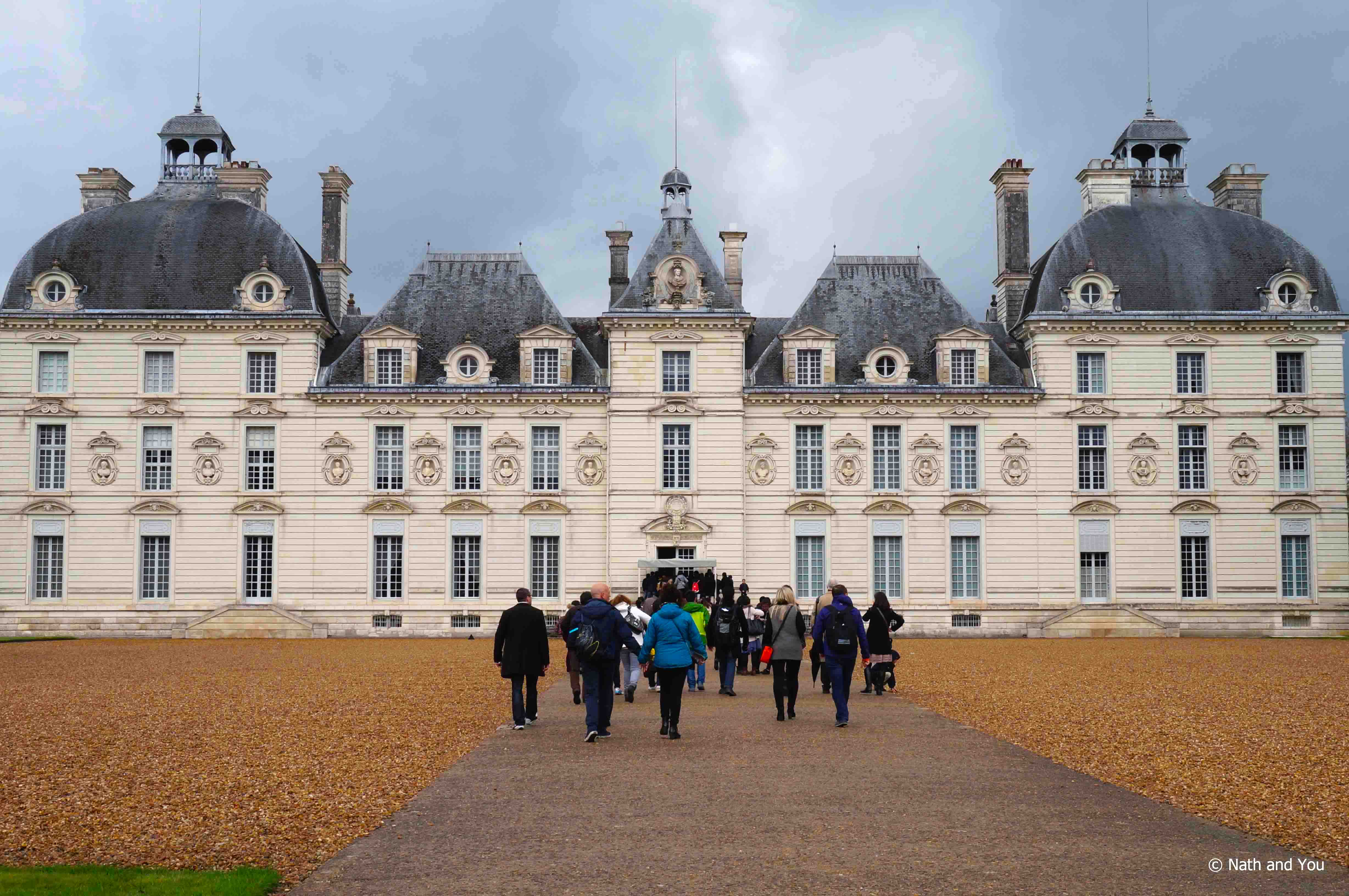 Cheverny-Chateaux-Loire-Nath-and-you