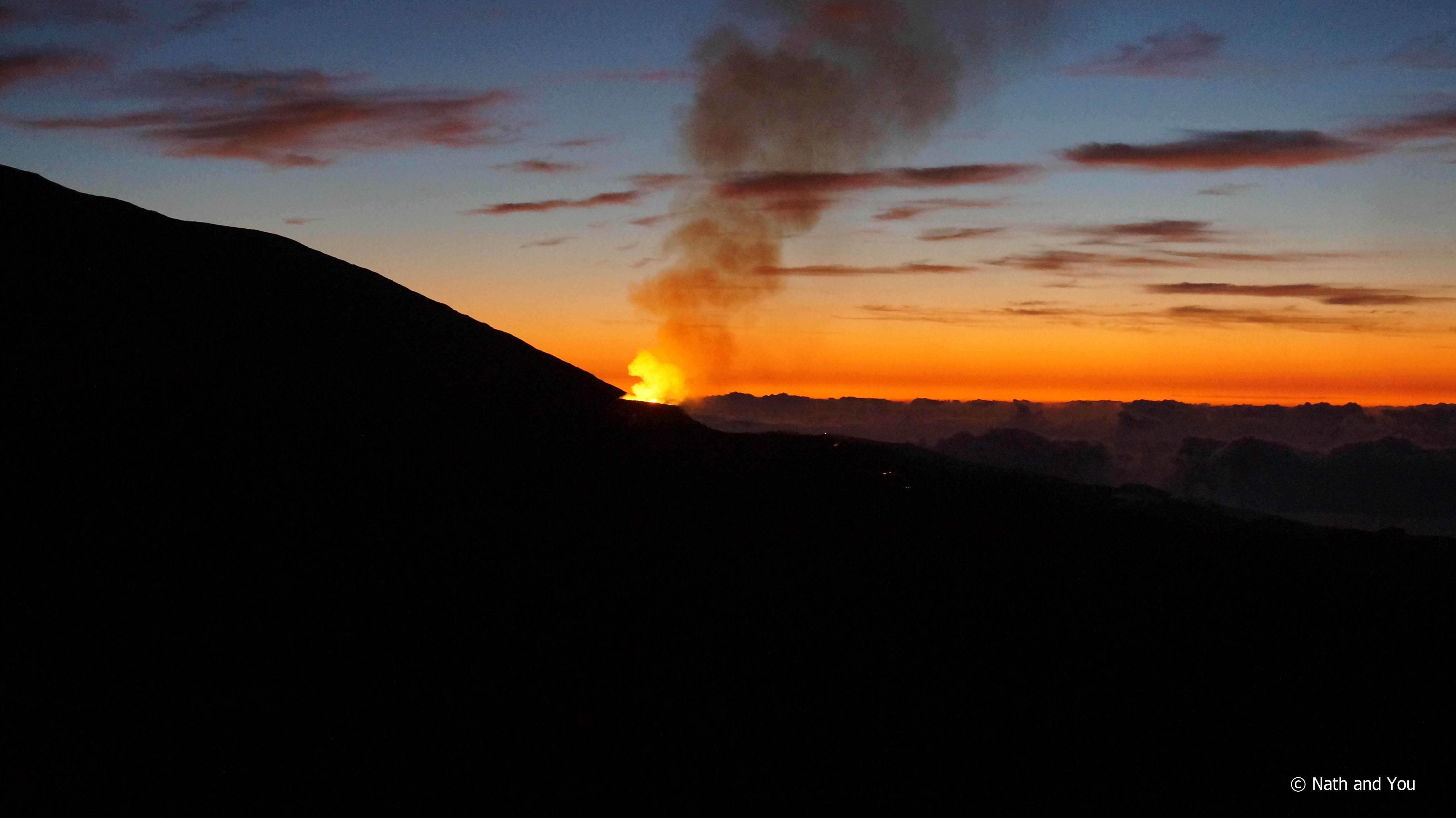 Piton-Fournaise-eruption-lever-soleil-Reunion-Nath-and-You